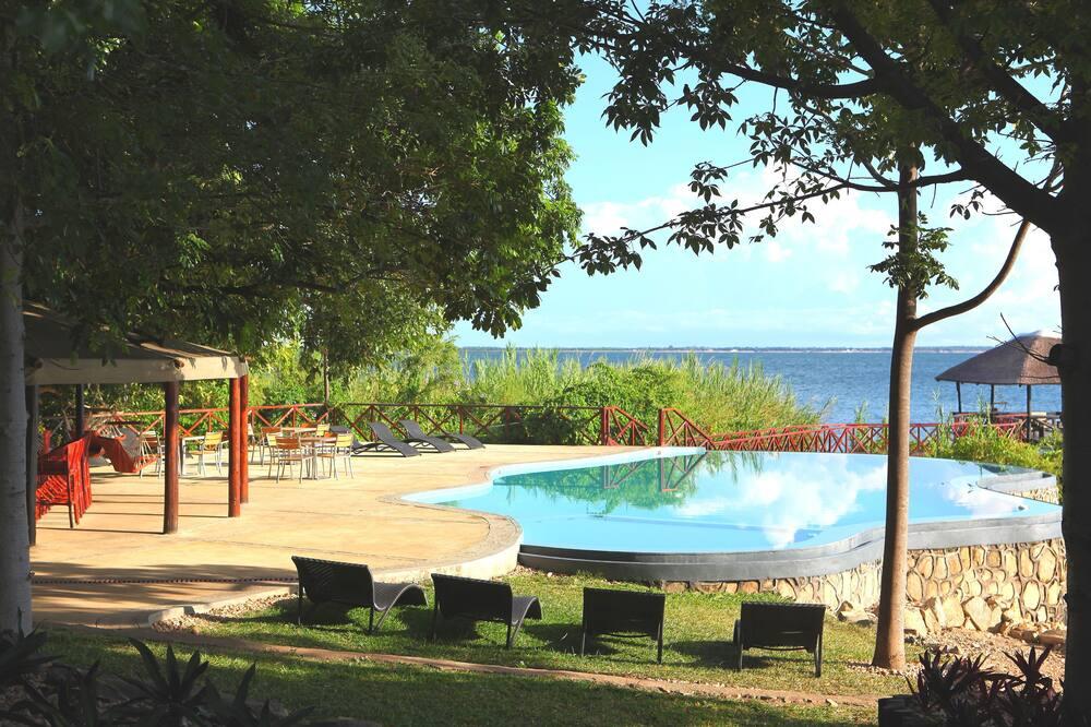 천연 수영장