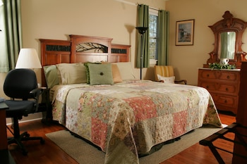 Picture of Seven Oaks Bed and Breakfast in High Point
