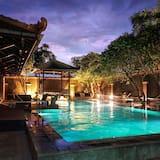 Chrome Hotel & Resort Solo