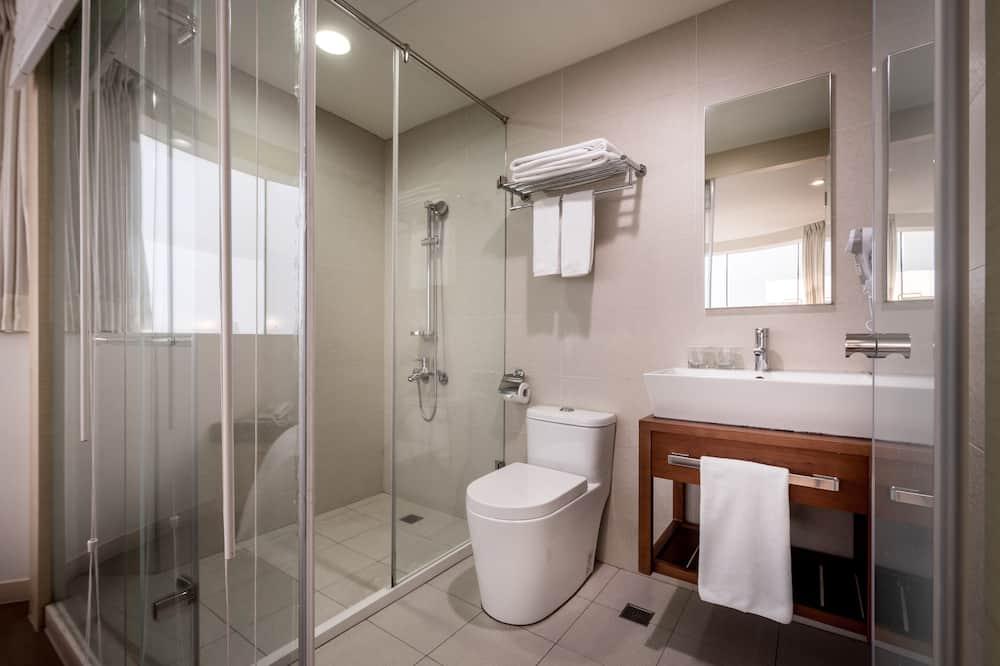 Čtyřlůžkový pokoj typu Deluxe, výhled na město - Koupelna