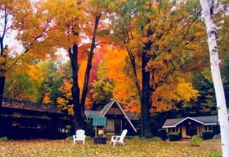 Amber Lantern Lake George Motel and Cottage Rentals, לייק ג'ורג', שטחי הנכס