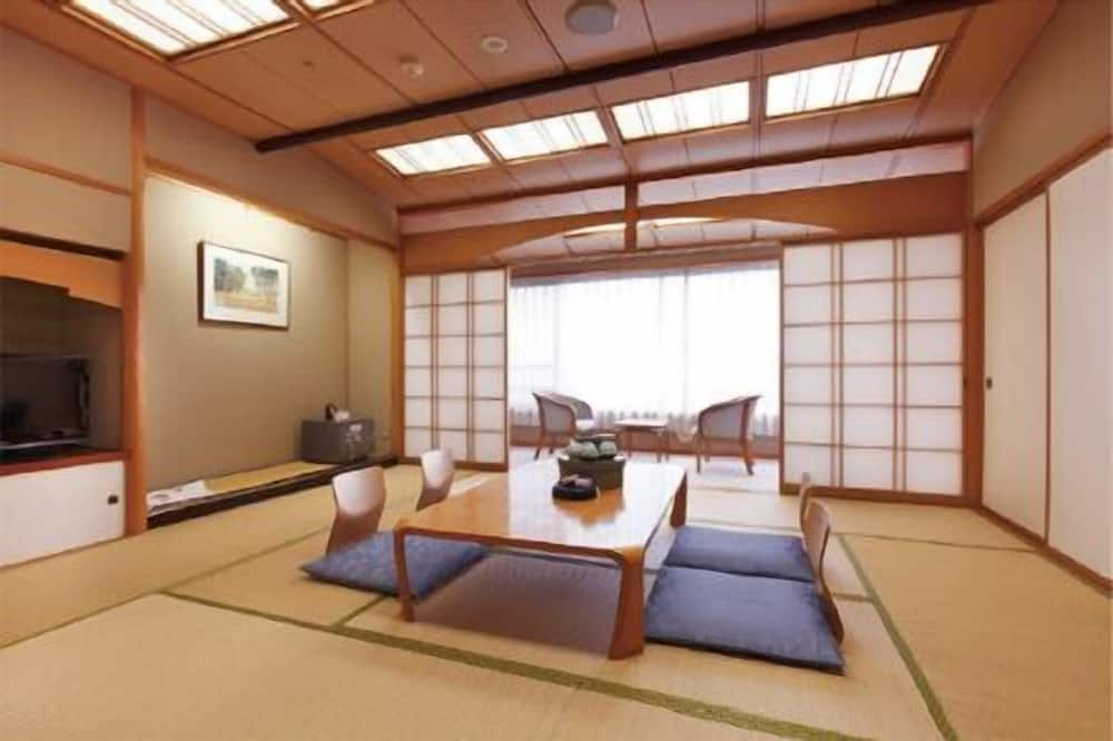 Traditional Room - Living Area