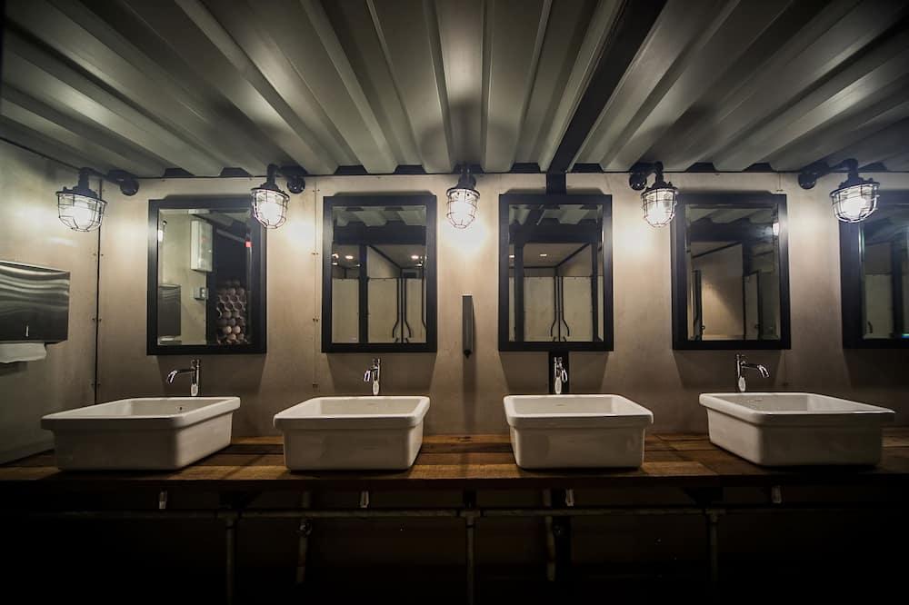 Capsule Queen (Check-In between 0800 - 1900 (12 hours stay) - Bathroom Sink