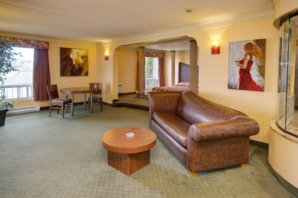 Suite, 1 King Bed, Patio (Romance) - Living Area