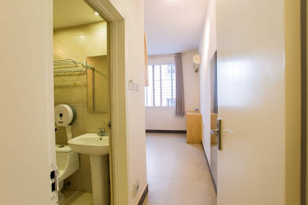One Bed in Mixed 4-people Dormitory - Bathroom