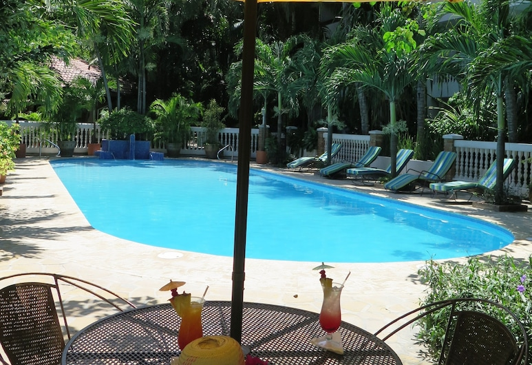 Le Plaza Hotel, Port-au-Prince, Outdoor Pool