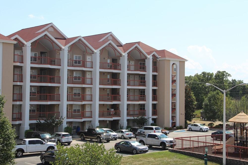Grand Crowne Resort by Capital Resorts, Branson
