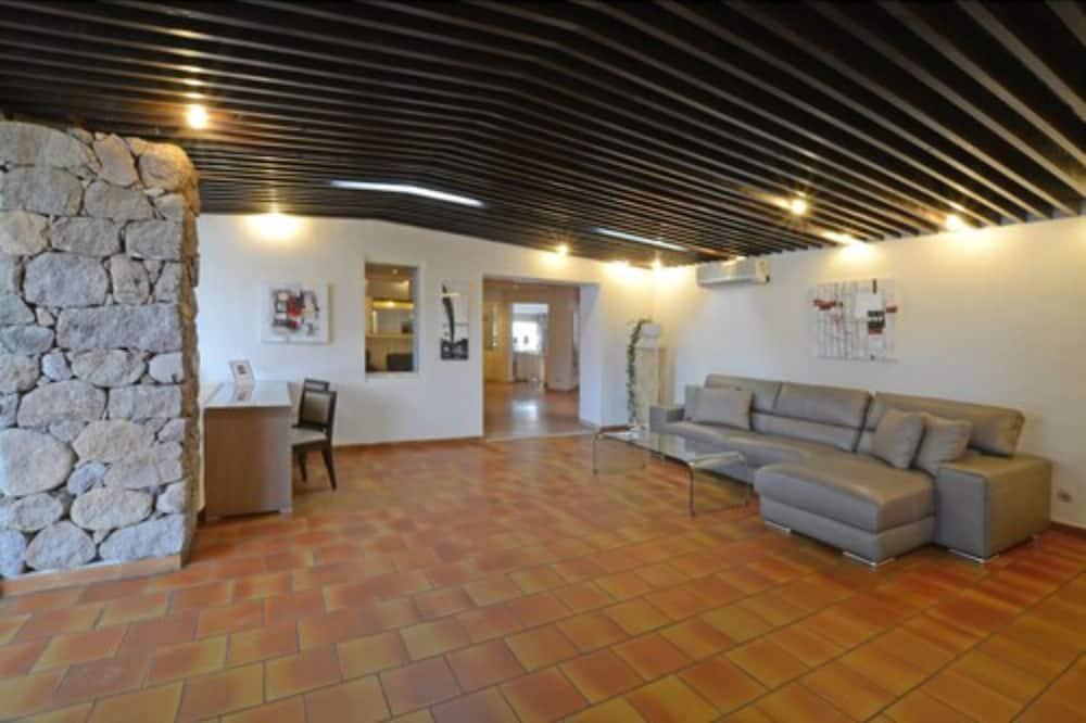 Štvorlôžková izba, terasa - Obývačka