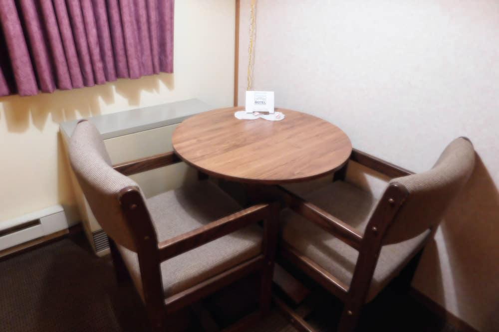 Izba typu Basic, 1 veľké dvojlôžko, chladnička a mikrovlnná rúra - Stravovanie v izbe
