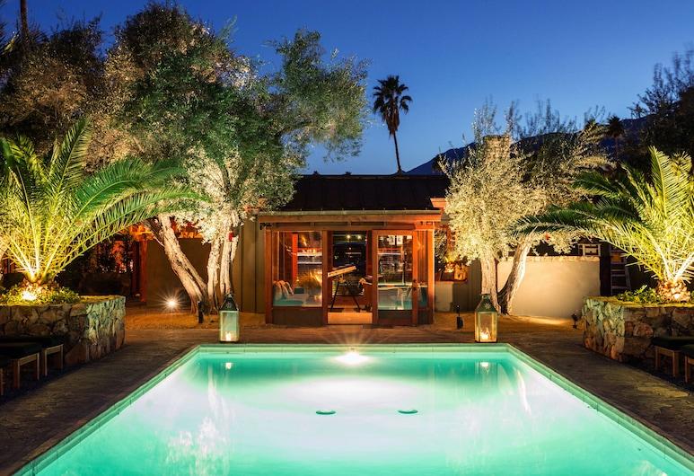 麻雀渡假屋, 棕泉市, 室外游泳池