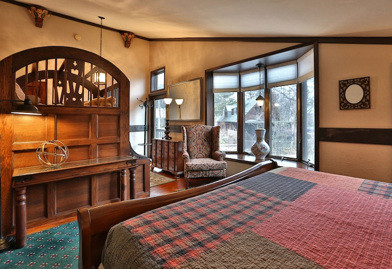 Stone Chalet Bed and Breakfast Inn and Event Center, Ann Arbor, Room, Private Bathroom (Ramparts), Guest Room