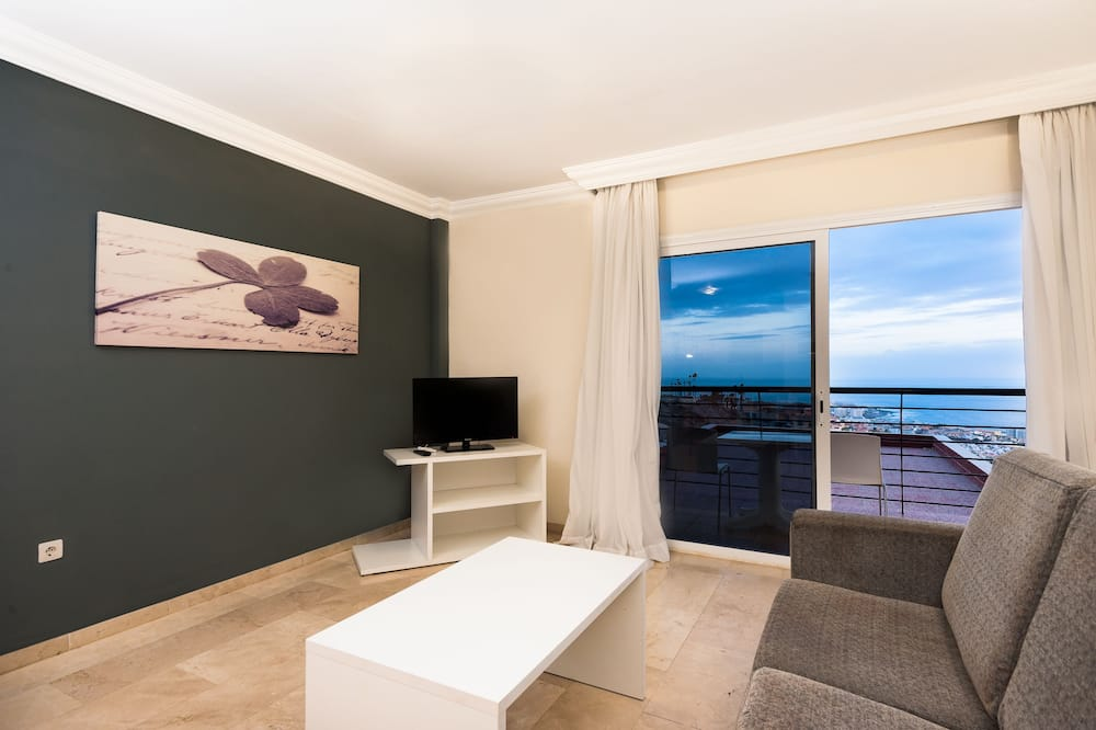 Apartment, 3 Bedrooms (2 adults and 1 child) - Living Area