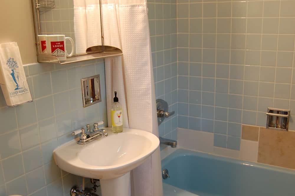 Phòng, 1 giường cỡ queen (Charming) - Phòng tắm