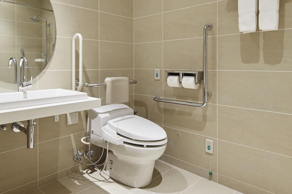Accessible Semi Double Room, Smoking - Bathroom