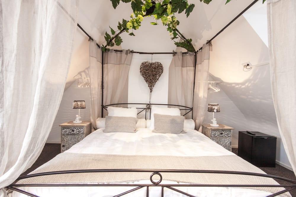 Suite, 1 très grand lit, vue partielle sur la mer, vue mer - Chambre