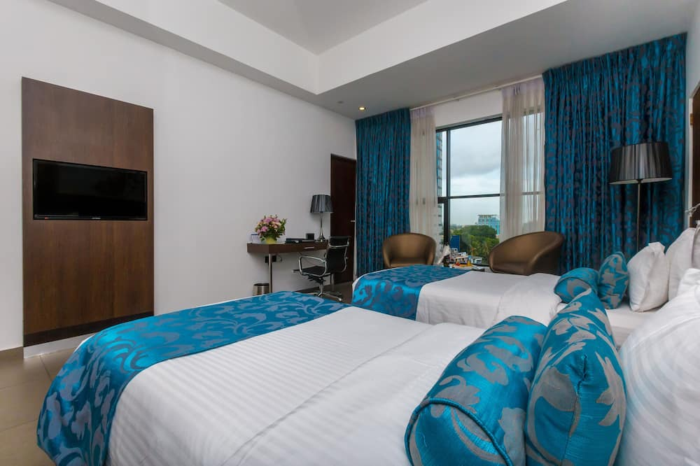 Standard Room, 2 Twin Beds, Non Smoking, City View (Shower Only) - City View