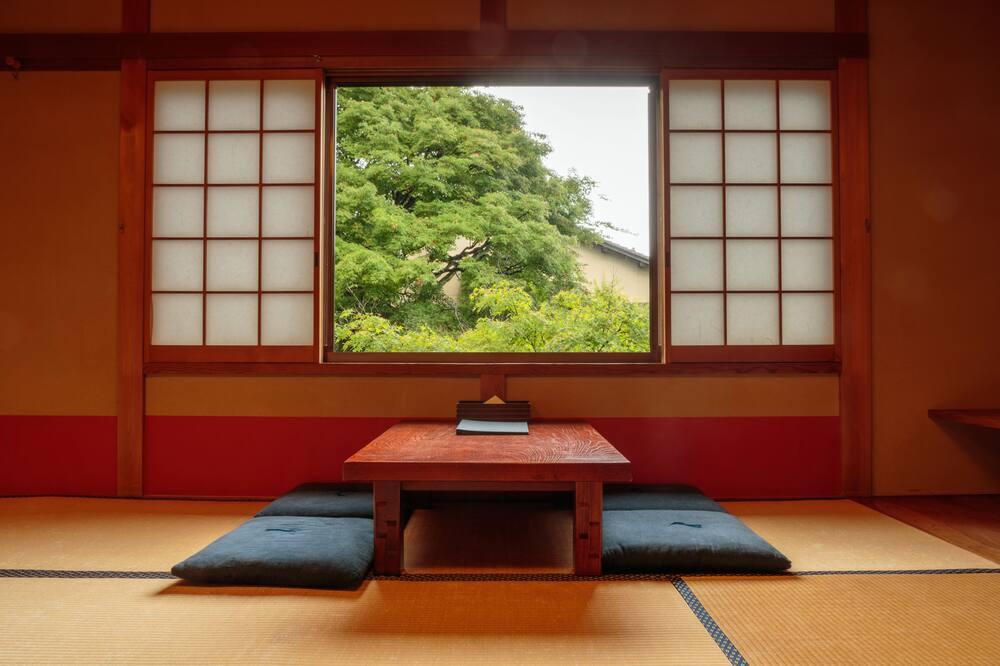 Pokój dla 4 osób tradycyjny, widok na ogród (with Bathroom) - Wyżywienie w pokoju