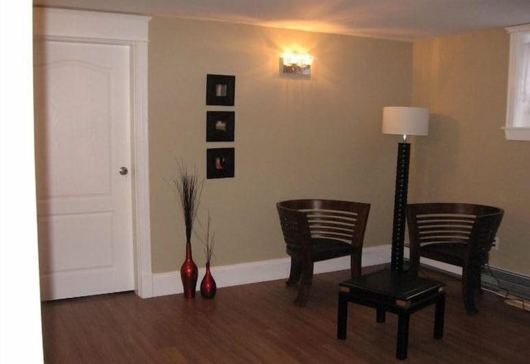 Driftwood Heights Bed & Breakfast, Summerside, Lobby Sitting Area
