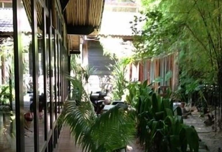 The Happy 8 Retreat @ Pasir Putih, Ipohas, Terasa / vidinis kiemas