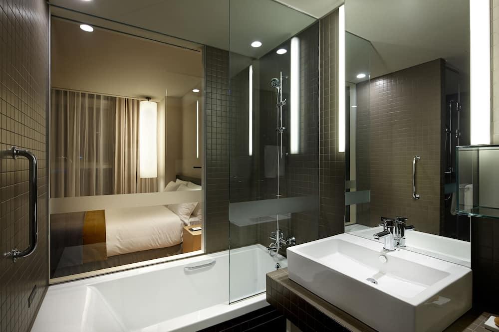 [Warm Holiday] Standard Twin Room - Free breakfast for 2 & F&B Voucher 30,000KRW - Bathroom