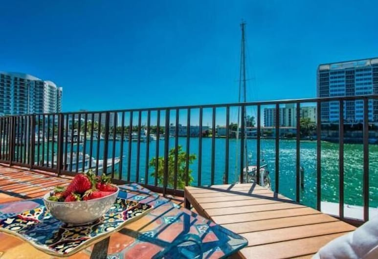 Miami Whitehouse Apartments, North Bay Village, Aukštesnės klasės apartamentai, 3 miegamieji, Balkonas