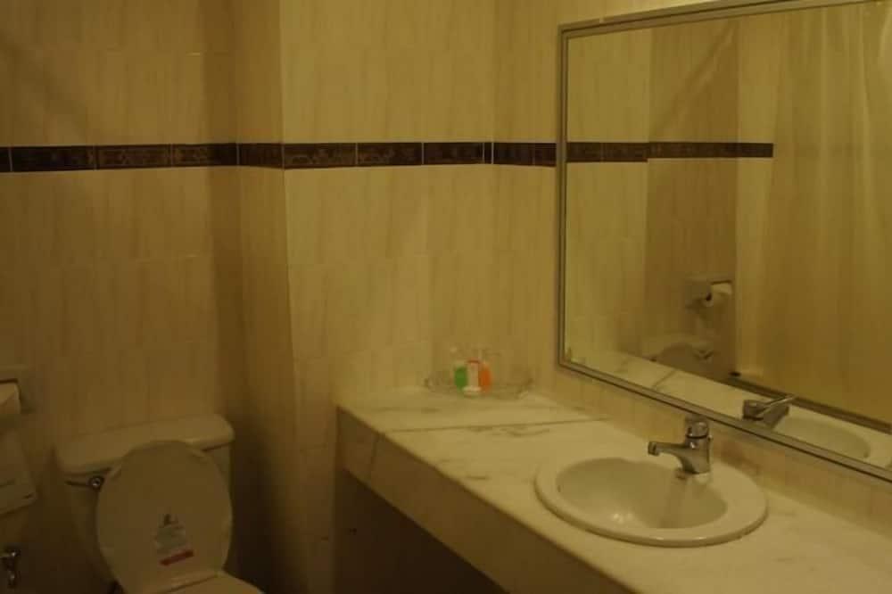 Deluxe-Doppelzimmer - Waschbecken im Bad