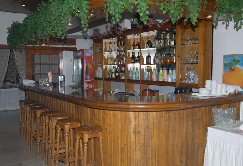 Themisto Hotel, Aigialeia, บาร์ของโรงแรม