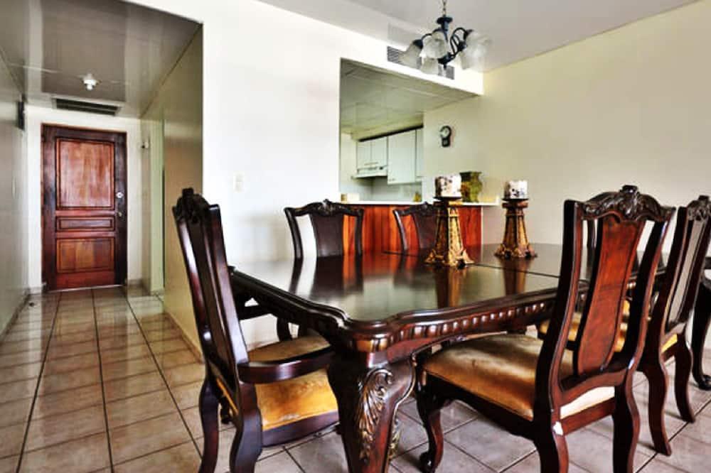 Deluxe-Apartment, 2Schlafzimmer - Essbereich im Zimmer