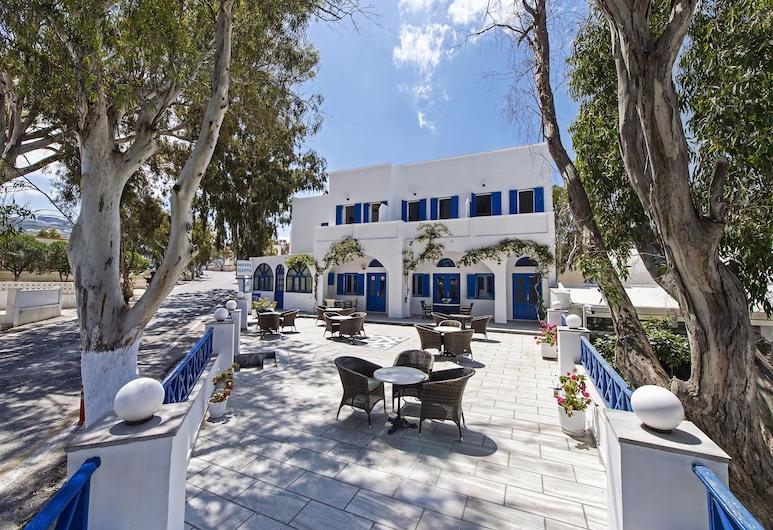 Hotel Eucalyptus, Santorini, Courtyard