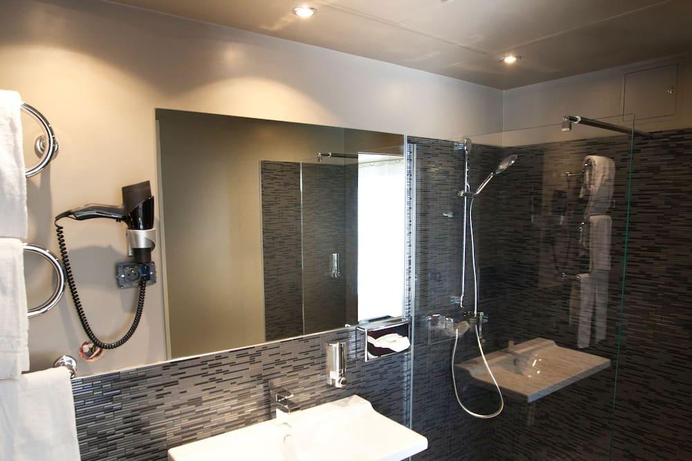 Doppel- oder Zweibettzimmer, Balkon - Badezimmer
