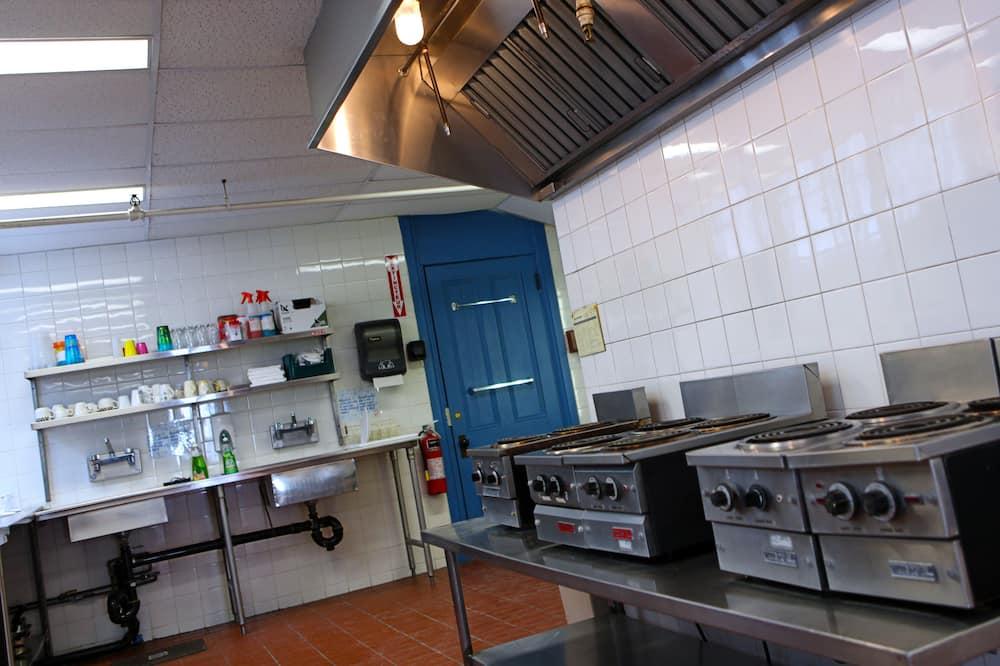Economy Room - Shared kitchen facilities