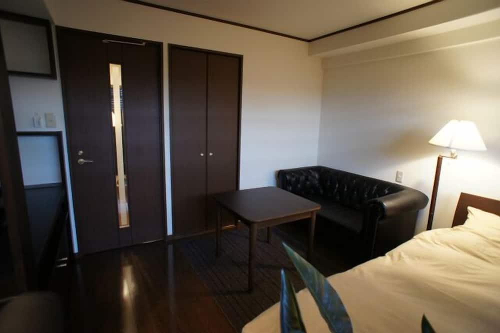 Economy Double Room, Non Smoking - Living Room