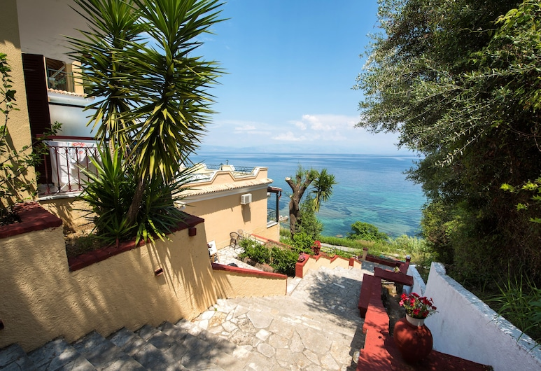 9 Muses Sea View Studios - Adults Only, Corfu