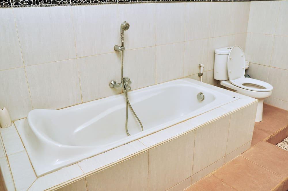 Двухместный номер «Делюкс» с 1 двуспальной кроватью, 1 двуспальная кровать, ванна - Ванная комната
