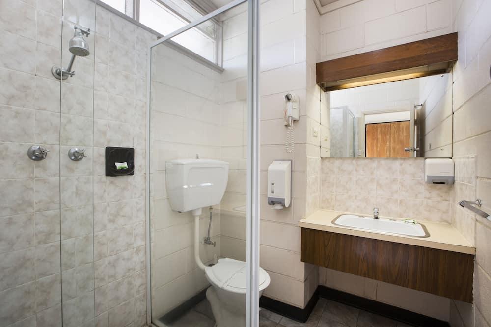 Economy Room (Double & Single) - Bilik mandi