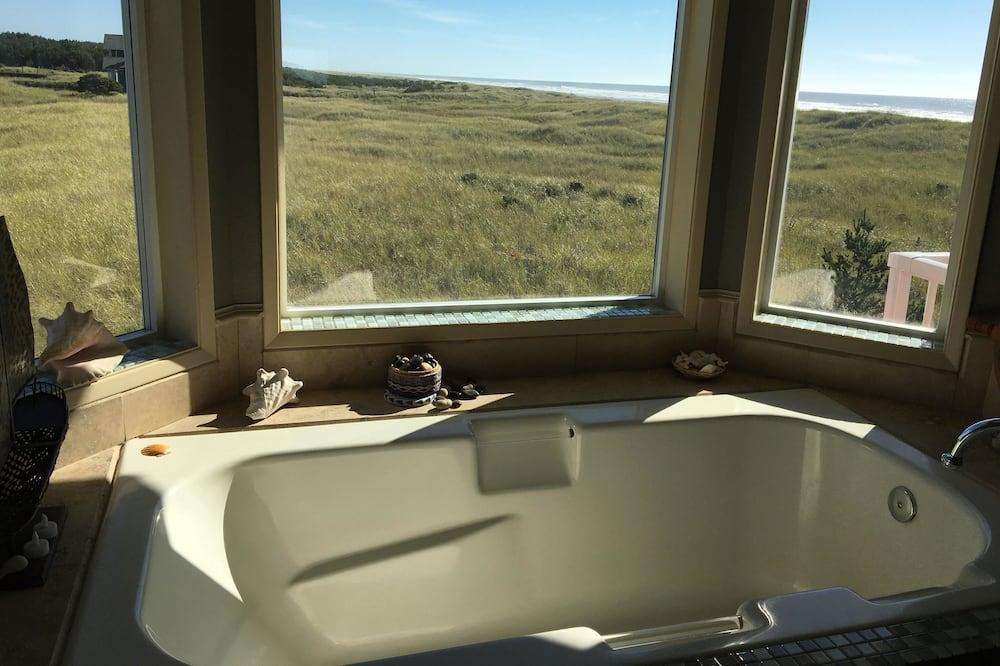 プレミアム ルーム オーシャンビュー - 深めの浴槽