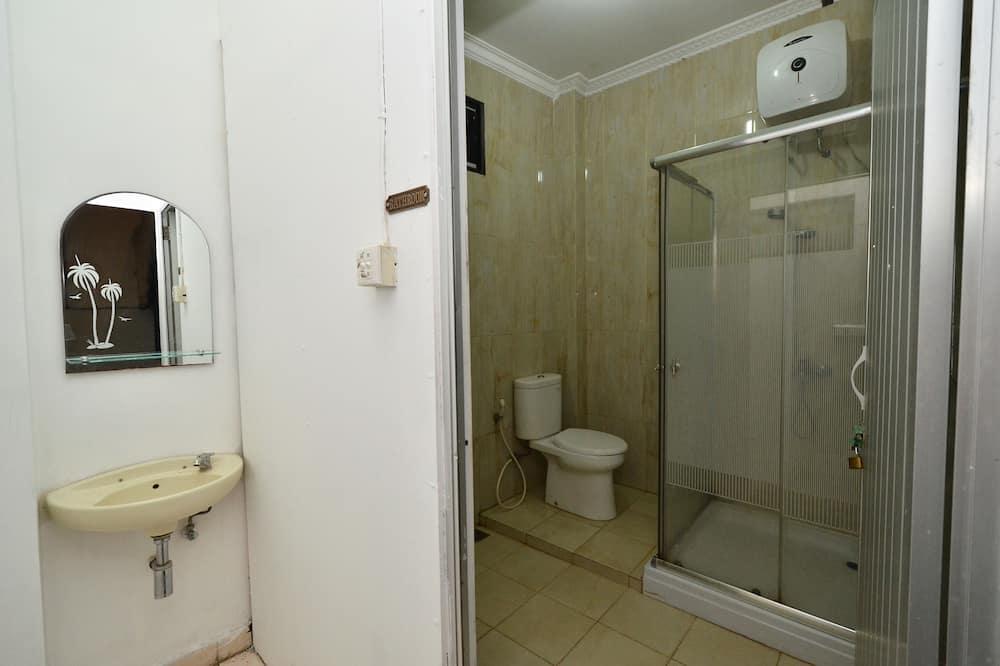 Economy Single Room, 1 Twin Bed, Shared Bathroom - Bathroom Shower