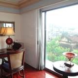Club Suite - In-Room Dining