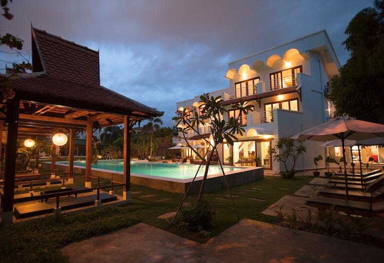 iRoHa Garden Hotel & Resort, Phnom Penh, Hotel Front – Evening/Night