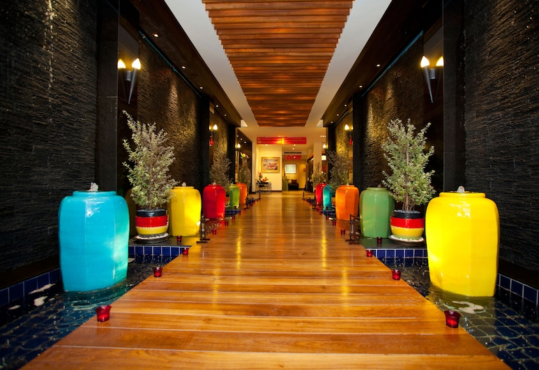 Siam Paradise Entertainment Complex, Bangkok, Hallway