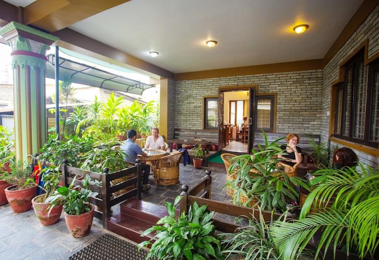 Hotel Crystal Palace, Pokhara, Garden