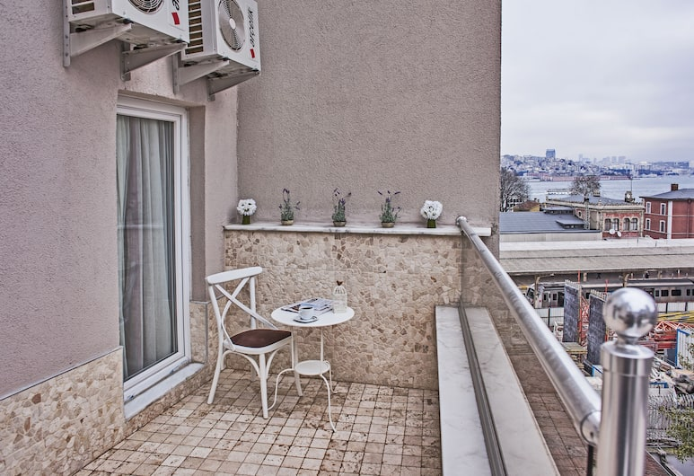 Mr. Bird Hotel, Istanbul, Balcony