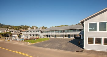 Picture of Sunset Surf Motel in Manzanita