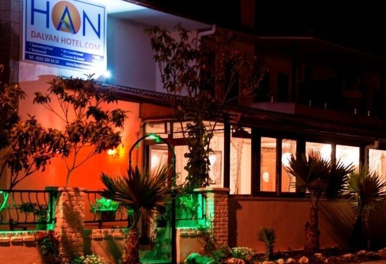 Han Dalyan Hotel, Ortaca, Fachada del hotel de noche