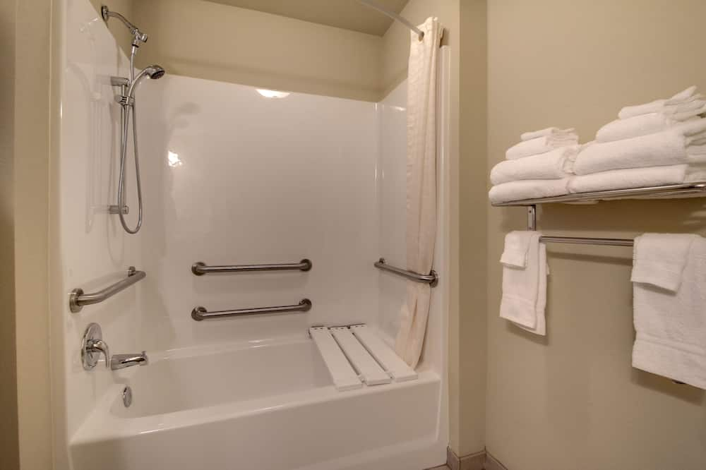 Soba, 2 queen size kreveta, pristup za osobe s invalidnošću - Kupaonica
