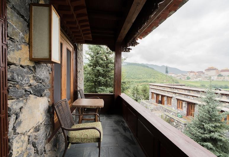 Songtsam Linka Shangri-la, Te-čchin, Pokoj Deluxe s dvojlůžkem, Balkón