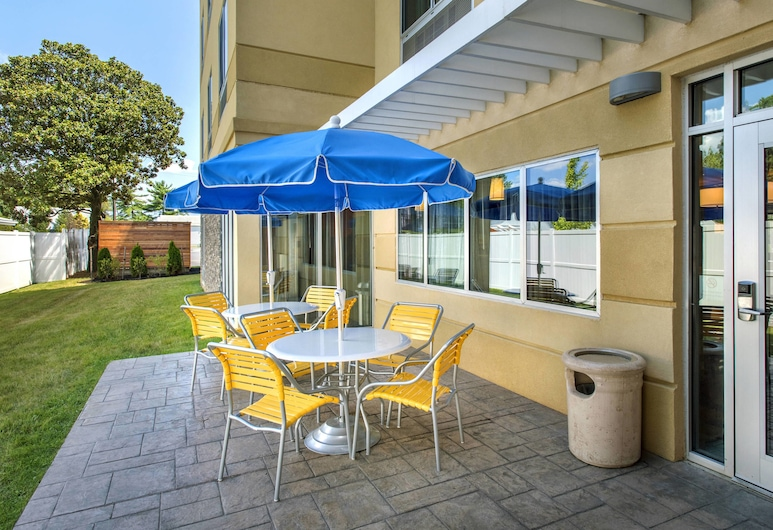 Fairfield Inn & Suites Wilmington New Castle, ניוקאסל, מרפסת/פטיו