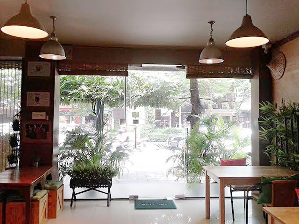 The Rainforest Guesthouse & Cafe, Bangkok
