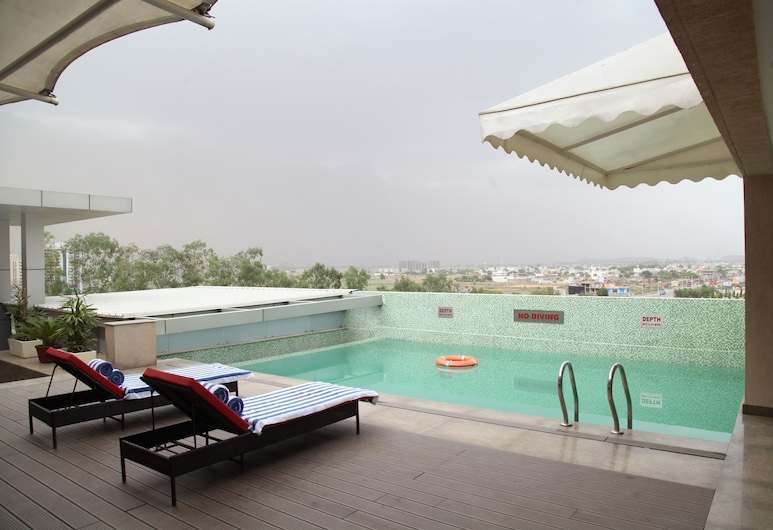 Country Inn & Suites by Radisson, Bhiwadi, Tijara, Rooftop Pool