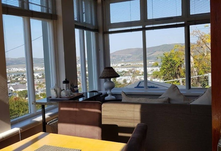 Hillview Self-catering Apartments, Knysna, Room with a View , Guest Room View